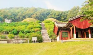 tomb-of-king-kongmin-in-kaesong